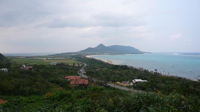玉取崎展望台から島の北を望む